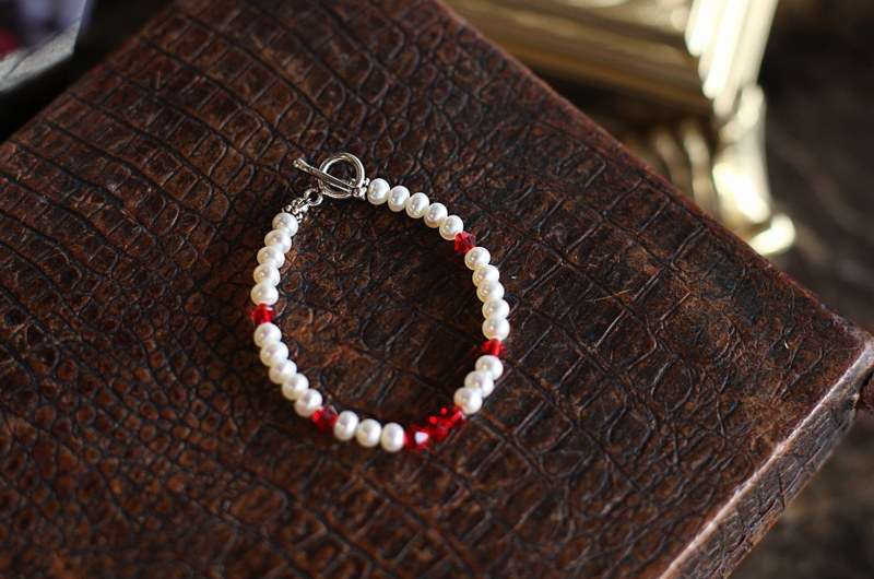Small Pearl & Crystal Bracelet